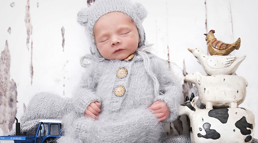 WHY YOU SHOULD HIRE A PROFESSIONAL NEWBORN PHOTOGRAPHER